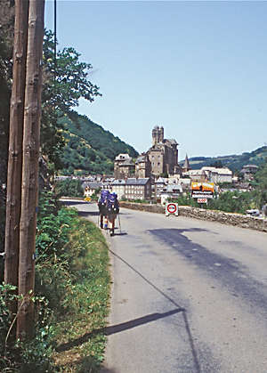 Pilgrims walking to Estaing